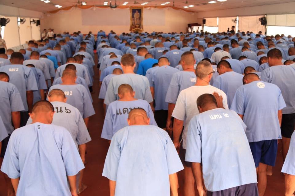 Le Roi de Thaïlande accorde sa clémence à des détenus