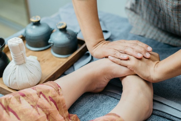 feet-reflexology-in-dubai-feet-first-dubai-foot-massage-in-dubai-Cropped-1