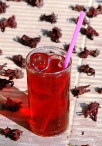 Thai Roselle Hibiscus Ice Tea in the glass with dried blossoms/calyxes