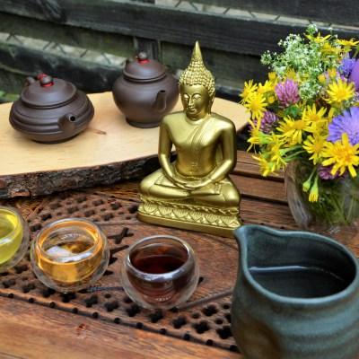 Drinking tea with the Buddha - Green Sencha Tea / Dong Ding Oolong Tea / Lincang Ripe Pu Erh Tea
