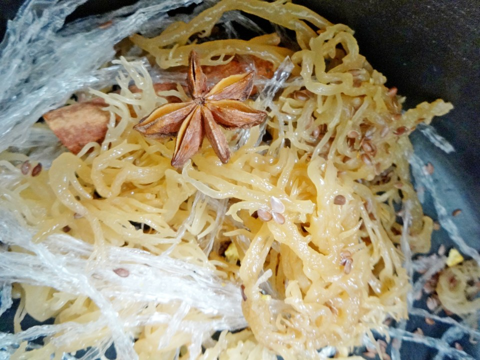 uncooked irish moss with anise star and isinglass
