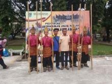 Festival Permainan Anak Nagari Tingkat Sumbar, Solsel Raih Juara I Kategori Permainan Egrang