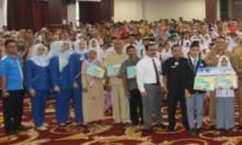 Baznas Serahkan Beasiswa Pendidikan Untuk 4.312 Siswa Kurang Mampu di Pesisir Selatan
