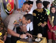 Resmikan Pospol Alahan Panjang, Ferry Iriawan, S.iK, Rangkul Ninik Mamak