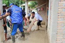 Tanggap Darurat Banjir Bandang, Wabub Pasaman Turun Langsung Bersihkan Lumpur di Rumah Warga