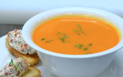 Köz Domates Çorbası, İçim Taze Peynirli ve Baharatlı Bruschetta Köz Domates Çorbası