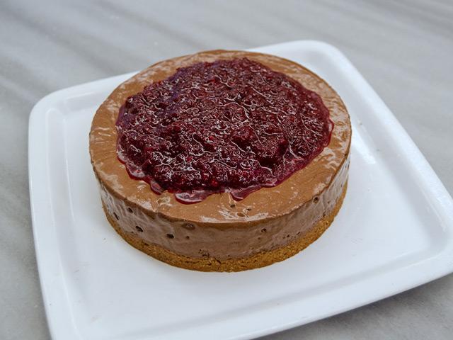 Kestane Püreli Cheese-Chocolate Mousse, Taze Zencefilli Vişneli Sos ile