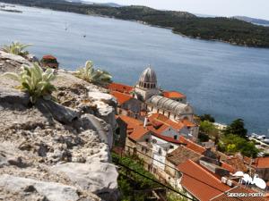 grad katedrala panorama kuce1