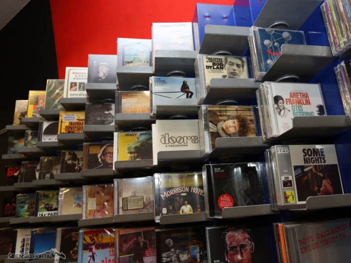 cd shop 230616 13