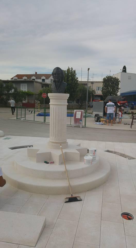 spomenik pirovac1