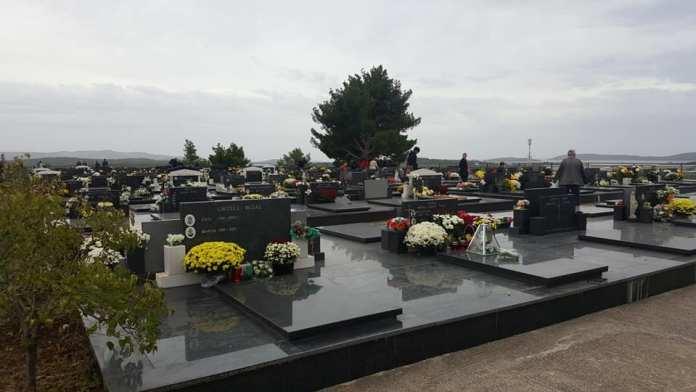 svi sveti groblja (4)