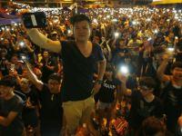 Çin Hong Kong protestocularını mobilden vurdu!