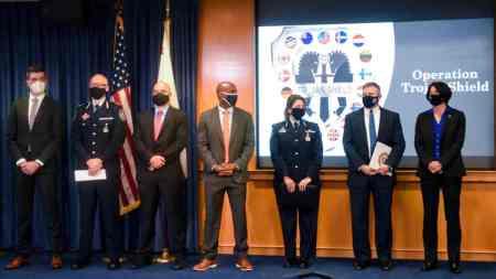 FBI şifreli iletişim tuzağıyla suç şebekelerini avladı: 800 kişi tutuklandı
