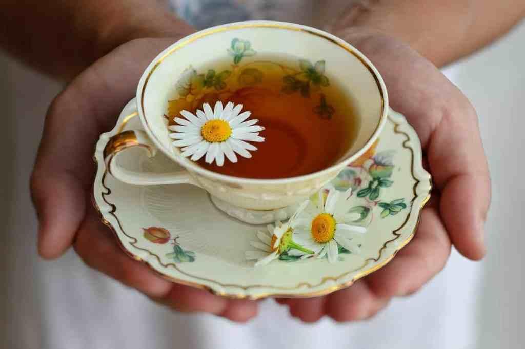 Beim Teetrinken und zur Ruhe kommen und ruhig atmen