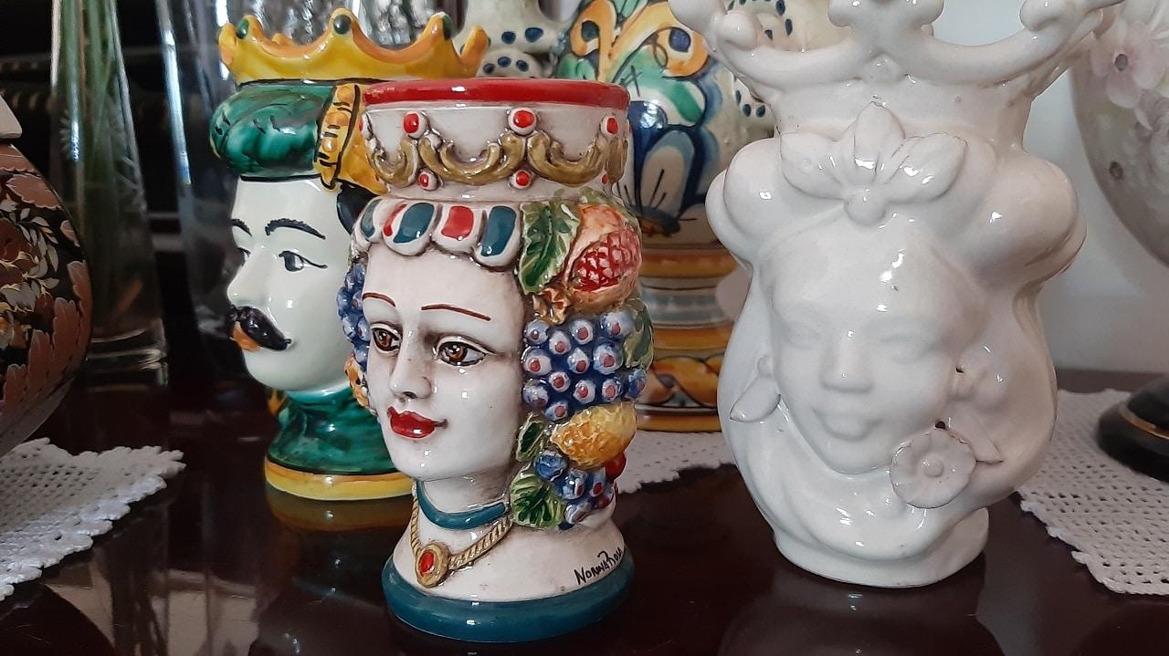 シチリアでよく見かける男性と女性の頭の置き物って一体なに?