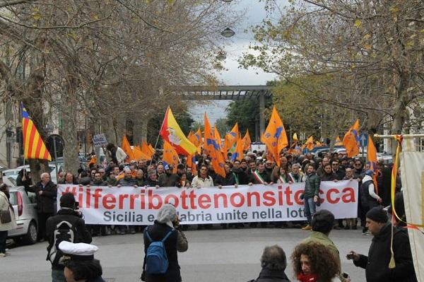 La manifestazione del 14 febbraio scorso contro i tagli delle FS