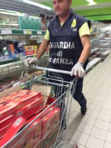 Guardia di Finanza Caltanissetta - supermercato Gela (3)