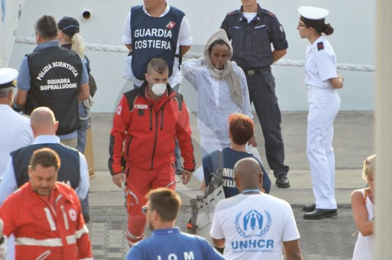 Cronaca. Catania, altri sbarchi dalla nave Diciotti: liberati 16 migranti malati