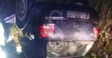Doppio incidente nella notte a Milici: Fiat Stilo in un burrone, Golf si ribalta