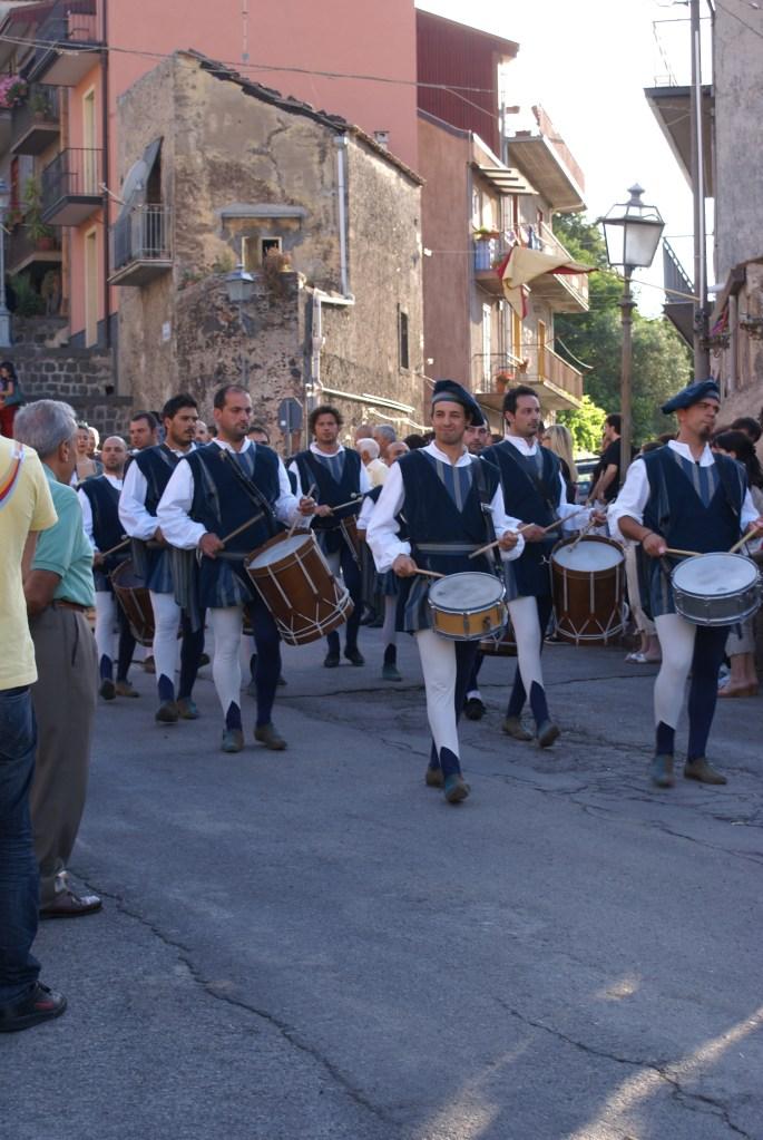 Festa Medievale di Randazzo (Ct). Corteo dei tamburi.