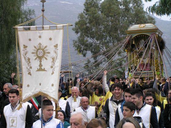Religious procession. Photo by: Rochelle Del Borrello