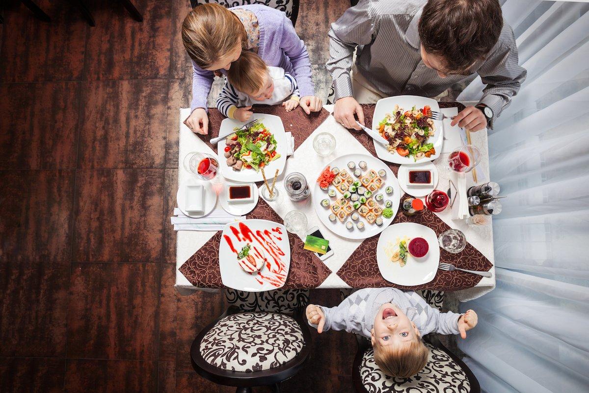 Mangiano i genitori con i figli
