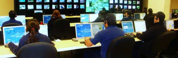live-answering-service-call-center-with-operators-on-phone