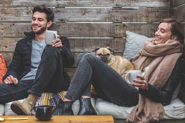 Couple drinking coffee with a pug dog - Taking time for what's important