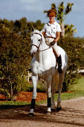 Sue Williams and Abdullah on one of their daily rides along a bridle trail in Wellington, Florida, in the 1990s. Photo courtesy of Williamsburg Farm