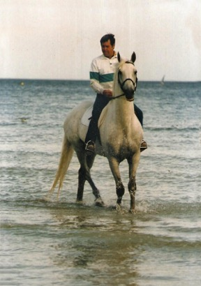 Abdullah and Terry Williams on a beach in La Baule in Northern France in1986. After Abdullah won the World Cup Finals in Aachen that year he competed in three shows in France and Terry took the opportunity to take him on an early morning gallop on the beach during that trip. Photo courtesy of Williamsburg Farm