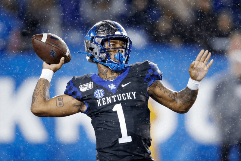 LEXINGTON, KY - OCTOBER 26: Lynn Bowden Jr. #1 of the Kentucky Wildcats passes the ball against the Missouri Tigers in the second half of the game at Kroger Field on October 26, 2019 in Lexington, Kentucky
