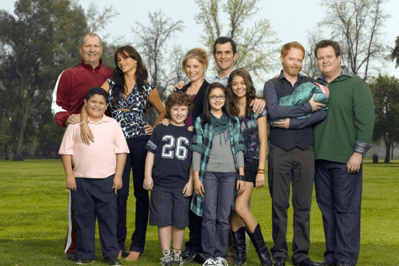 "MODERN FAMILY - Walt Disney Television via Getty Images's ""Modern Family"" stars Ed O'Neill as Jay, Rico Rodriguez as Manny, Sof�a Vergara as Gloria, Nolan Gould as Luke, Julie Bowen as Claire, Ariel Winter as Alex, Ty Burrell as Phil, Sarah Hyland as Haley, Jesse Tyler Ferguson as Mitchell and Eric Stonestreet as Cameron"