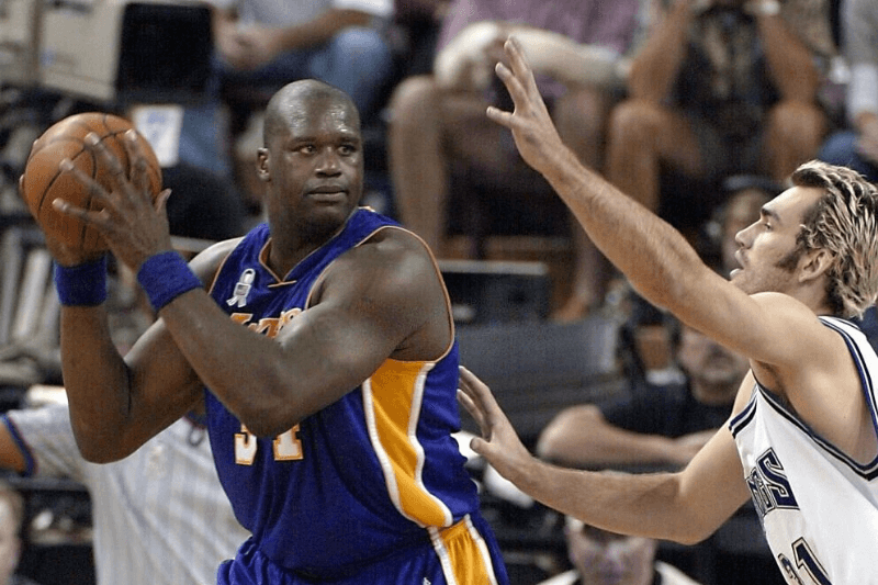 SACRAMENTO, CA - MAY 20: Shaquille O'Neal (L) of the Los Angeles Lakers is guarded by Scot Pollard of the Sacramento Kings during the second quarter of game two of the NBA Western Conference Finals, 20 May 2002, at ARCO Arena in Sacramento, CA.