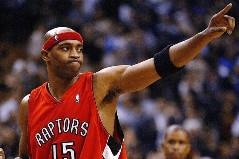 TORONTO - NOVEMBER 3: Vince Carter #15 of the Toronto Raptors salutes the crowd after beating the Houston Rockets 95-88 during a game at the Air Canada Centre on November 3, 2003 in Toronto, Canada.