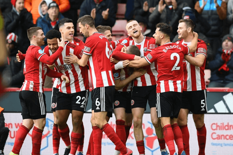 SHEFFIELD, ENGLAND - FEBRUARY 09: John Lundstram of Sheffield United celebrates with his team mates after scoring his team's second goal during the Premier League match between Sheffield United and AFC Bournemouth at Bramall Lane on February 09, 2020 in Sheffield, United Kingdom.
