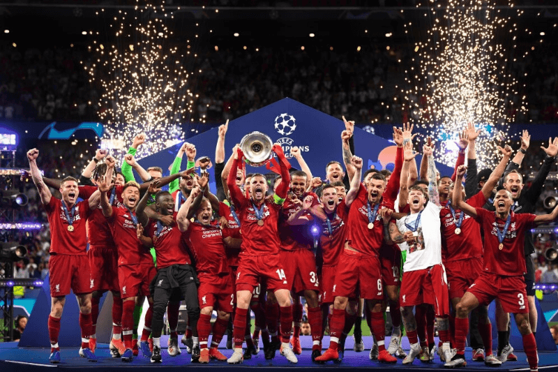 MADRID, SPAIN - JUNE 01: Jordan Henderson of Liverpool lifts the Champions League Trophy after winning the UEFA Champions League Final between Tottenham Hotspur and Liverpool at Estadio Wanda Metropolitano on June 01, 2019 in Madrid, Spain