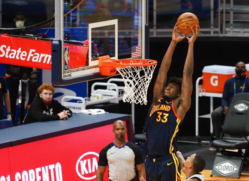 Golden State Warriors center James Wiseman (33) goes up for a dunk against the San Antonio Spurs during the third quarter at Chase Center.