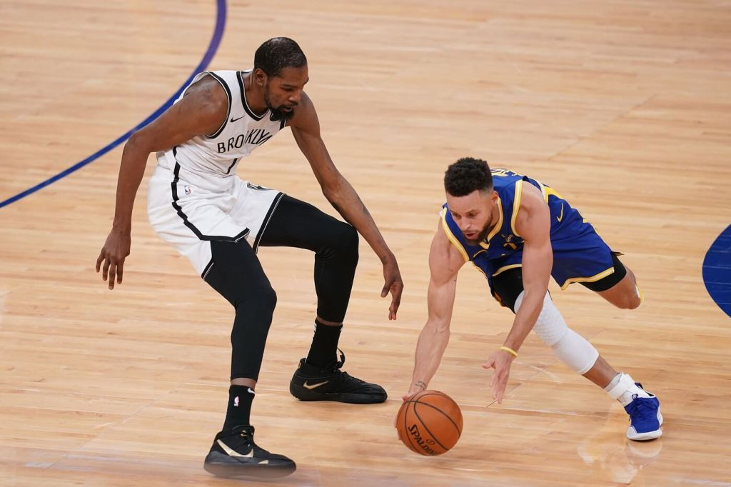 Golden State Warriors guard Stephen Curry (30) grabs a loose ball against Brooklyn Nets forward Kevin Durant (7) in the second quarter at the Chase Center.