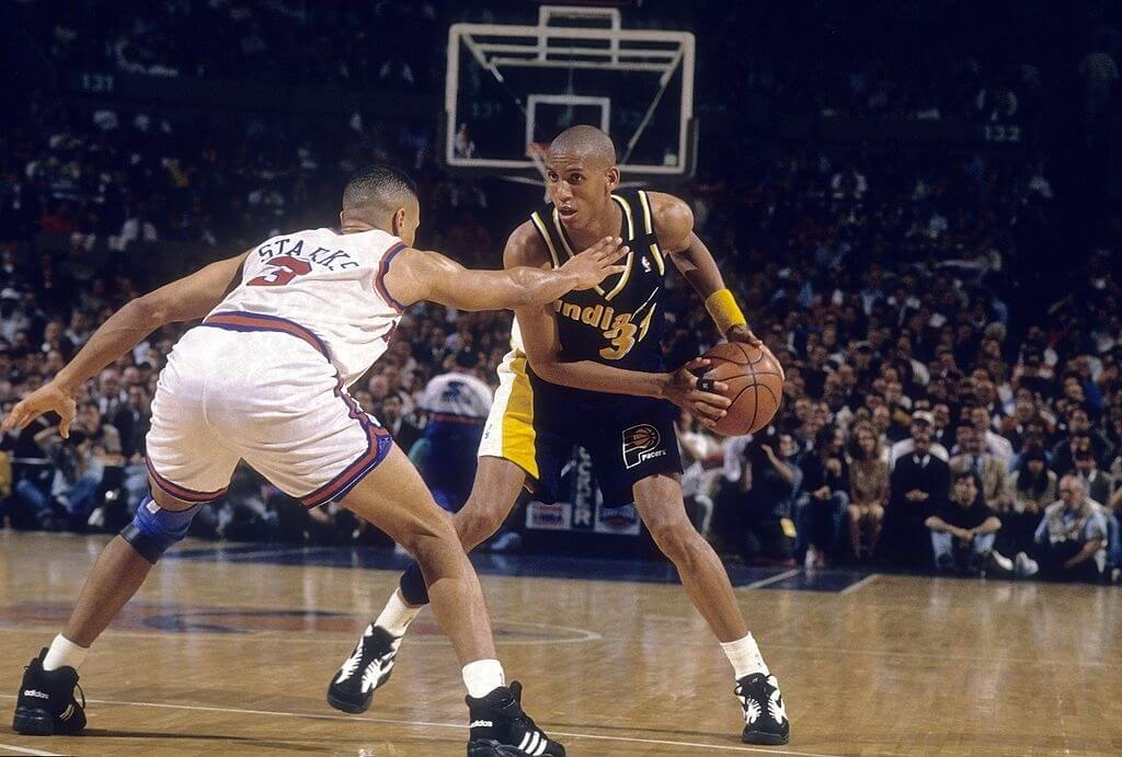 MANHATTAN, NY - CIRCA 1990's: Guard Reggie Miller #31 of the Indiana Pacers is guarded closely by John Starks #3 of the New York Knicks circa mid 1990's during an NBA basketball game at Madison Square Garden in Manhattan, New York. Miller played for the Pacers from 1987-05. (Photo by Focus on Sport/Getty Images)