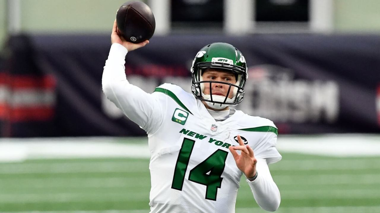 New York Jets quarterback Sam Darnold (14) throws the ball against the New England Patriots during the second quarter at Gillette Stadium.