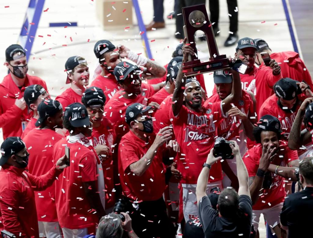 Houston Cougars forward Justin Gorham (4) hoists the regional championship trophy after defeating Oregon State during the Elite Eight round of the 2021 NCAA Tournament on Monday, March 29, 2021, at Lucas Oil Stadium in Indianapolis, Ind. Mandatory Credit: Jenna Watson/IndyStar via USA TODAY Sports