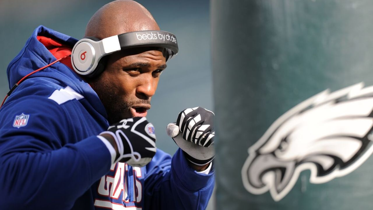 Oct 27, 2013; Philadelphia, PA, USA; New York Giants running back Brandon Jacobs (34) boxes a Philadelphia Eagles goal post pad during pre-game warmups at Lincoln Financial Field. Mandatory Credit: Joe Camporeale-USA TODAY Sports