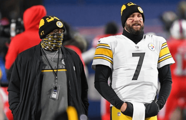 Dec 13, 2020; Orchard Park, New York, USA; Pittsburgh Steelers head coach Mike Tomlin and quarterback Ben Roethlisberger (7) look on prior to the game against the Buffalo Bills at Bills Stadium. Mandatory Credit: Rich Barnes-USA TODAY Sports