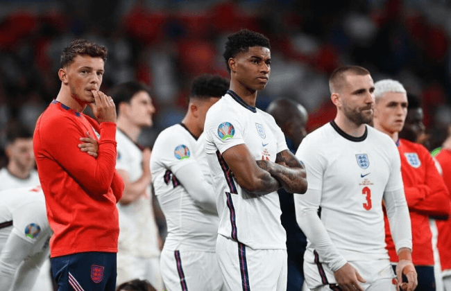 LONDON, ENGLAND - JULY 11: Ben White, Marcus Rashford and Luke Shaw of England look dejected following their team's defeat in the UEFA Euro 2020 Championship Final between Italy and England at Wembley Stadium on July 11, 2021 in London, England. (Photo by Shaun Botterill - UEFA/UEFA via Getty Images)