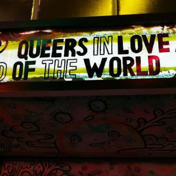 Arcade cabinet featuring Queers in Love at the End of the World (Anna Anthropy, 2013)