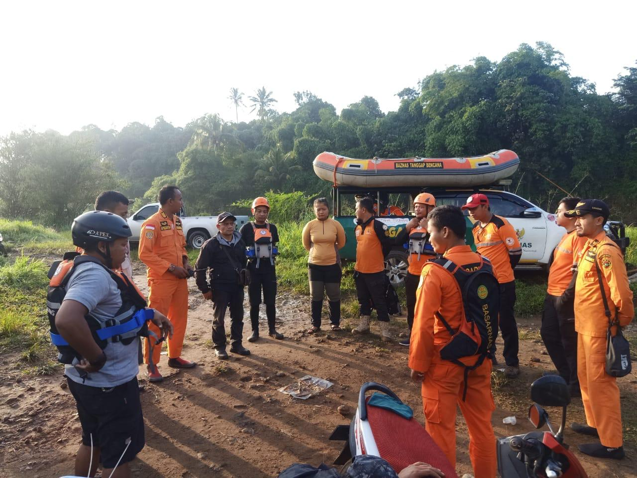 Pembina Santri Tenggelam Di Sungai Ciateun Bogor 100 Tim Sar Gabungan Lakukan Pencarian Sidik Post