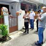 Kanit Reskrim Polsek Tanjung Duren AKP Mubarak Berikan Bantuan Warga Terpapar Covid-19