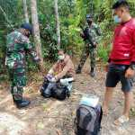 Satgas Pamtas RI-Malaysia Yonif 642 Amankan Puluhan Botol Miras dan 10 PMI Non Prosedural