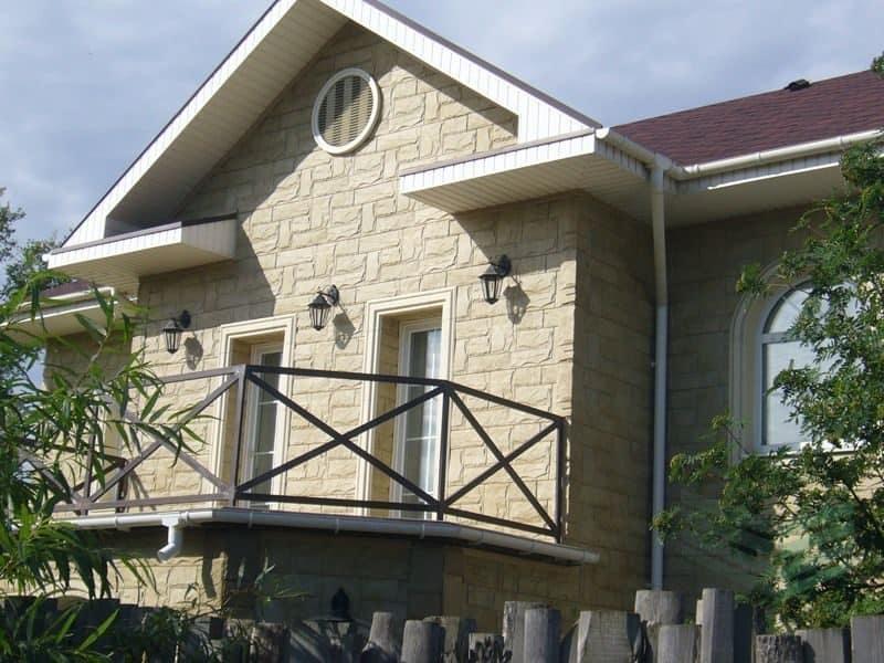 Фасад отделанный панелями гранит крымский