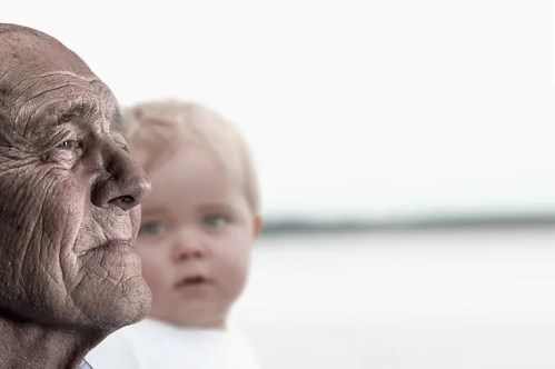 nonni che mantengoni i nipoti